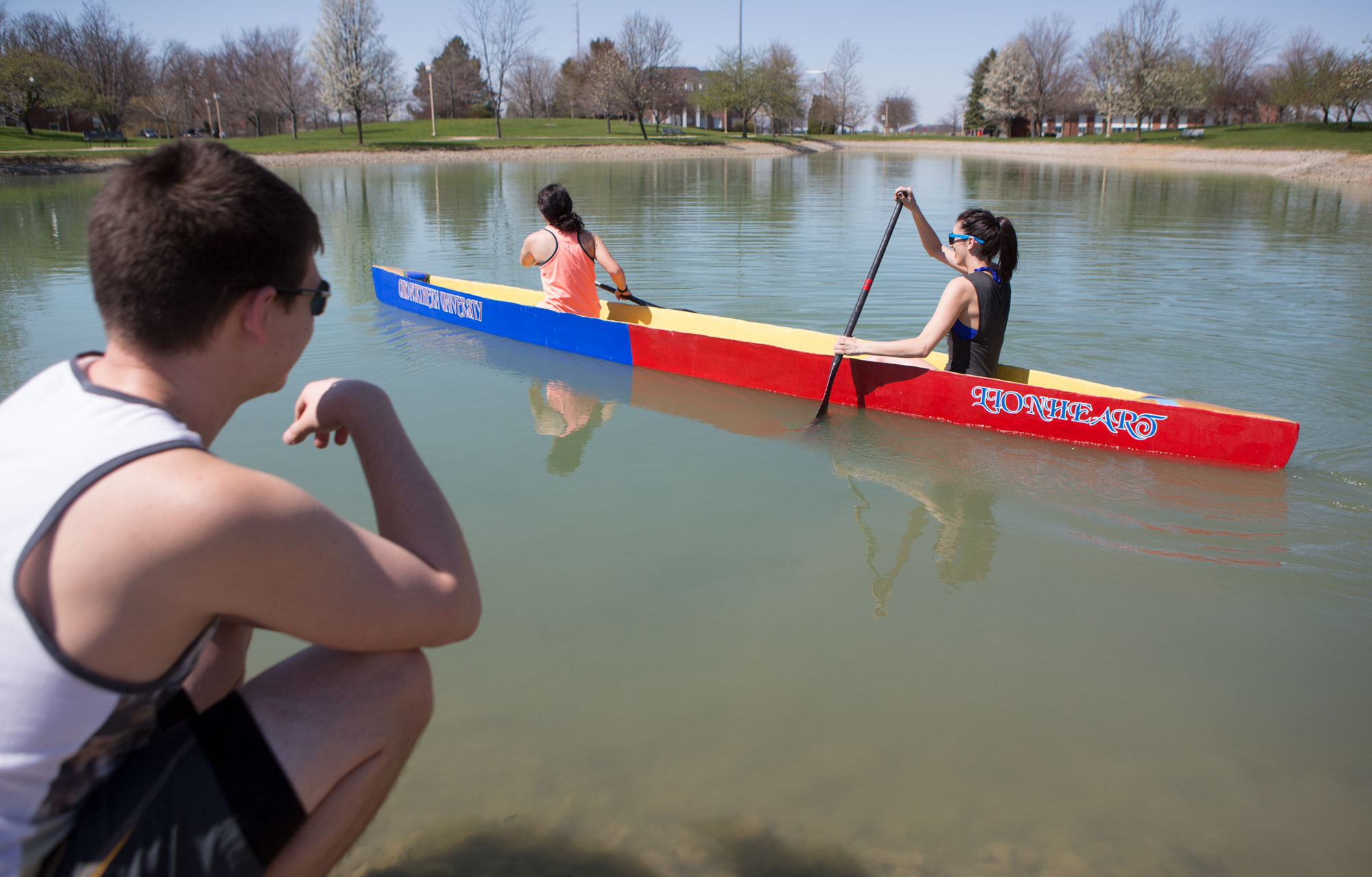 ONU engineers build canoes from concrete