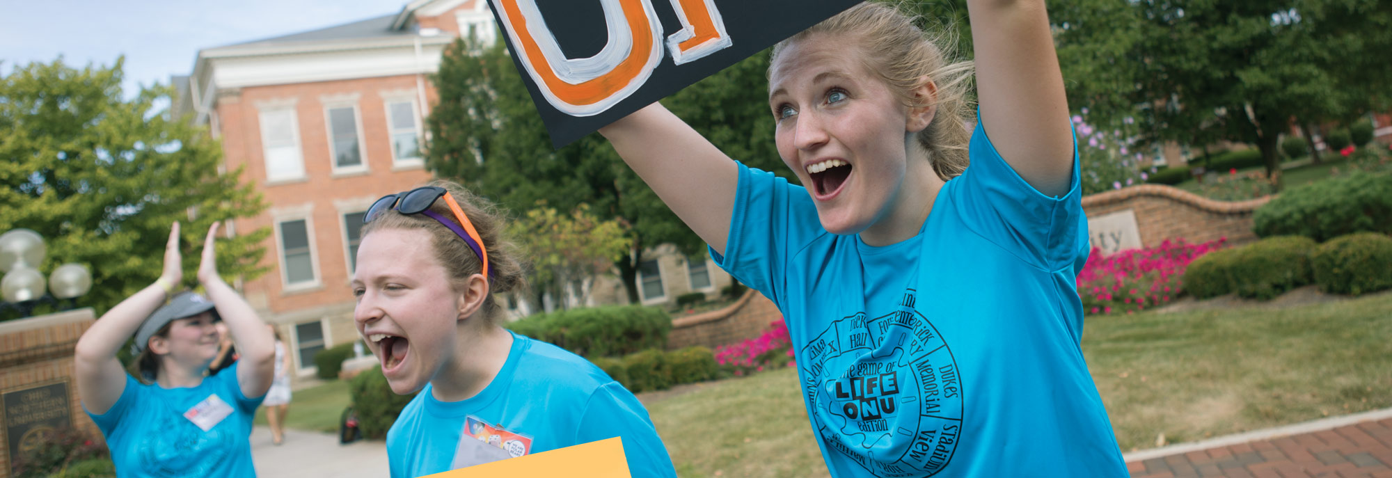 students welcome incoming freshman to Ohio Northern University during Welcome Weekend.