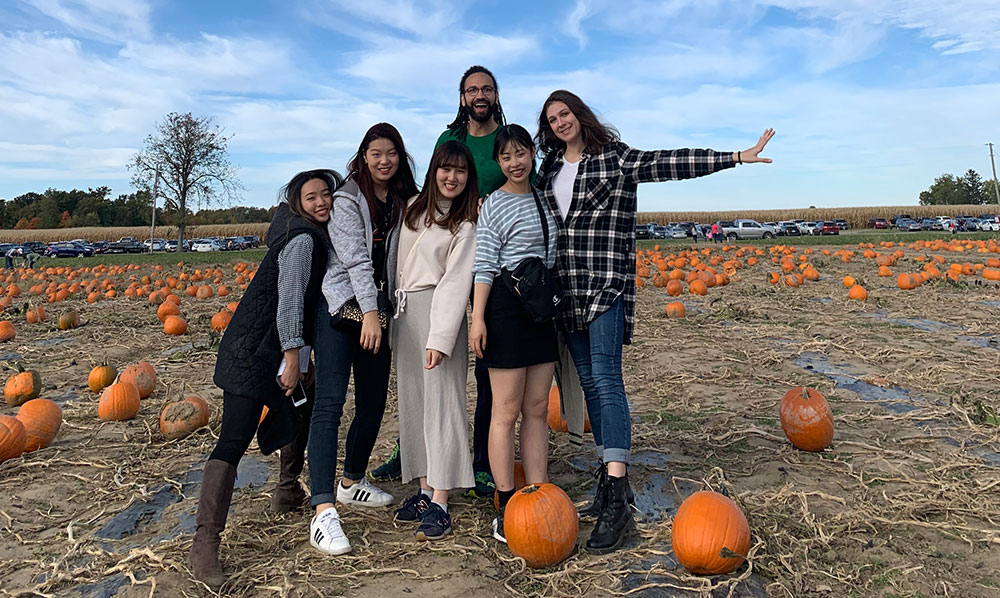 ONU International students visiting the pumpkin patch